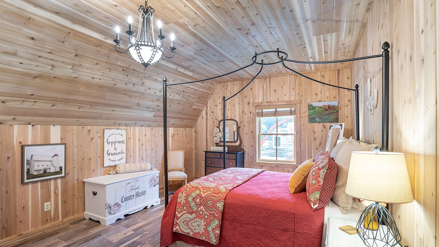 Dairy Barn Loft Queen Guest Bedroom